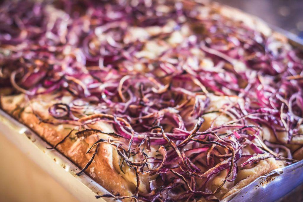 focaccia pão pizza cebola